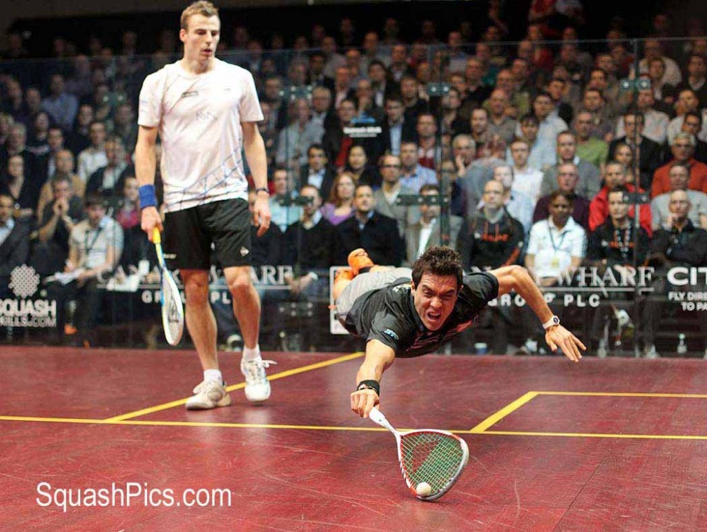 Miguel Rodriguez wows the crowds at Canary Wharf as he dives across court against Nick Matthew. Picture by STEVE LINE (squashpics.com)