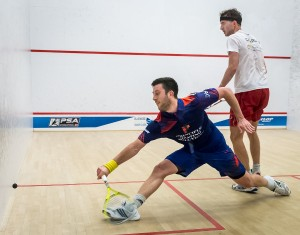 Daryl Selby gets in a great lunge against Eddie Charlton. Picture by JIM NEALE