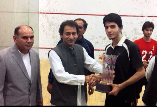 Muhammad Arslan Khan receives the inter-college trophy in Pakistan in 2015