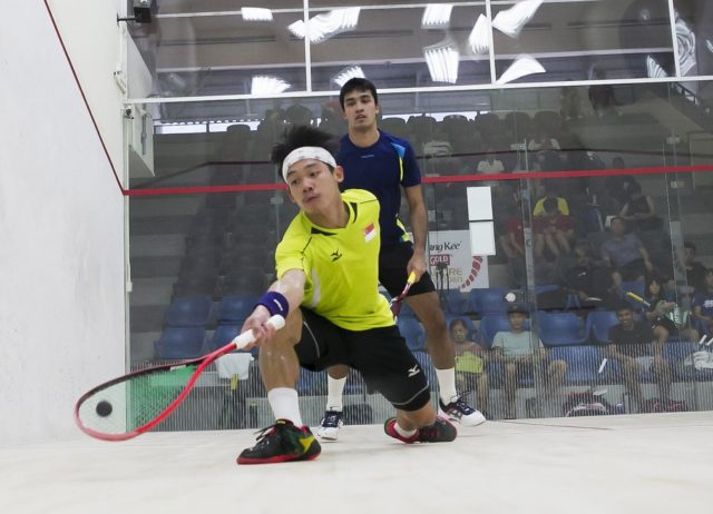 Chua Man Tong (front) could not match qualifying top Sanjay Singh's superiority